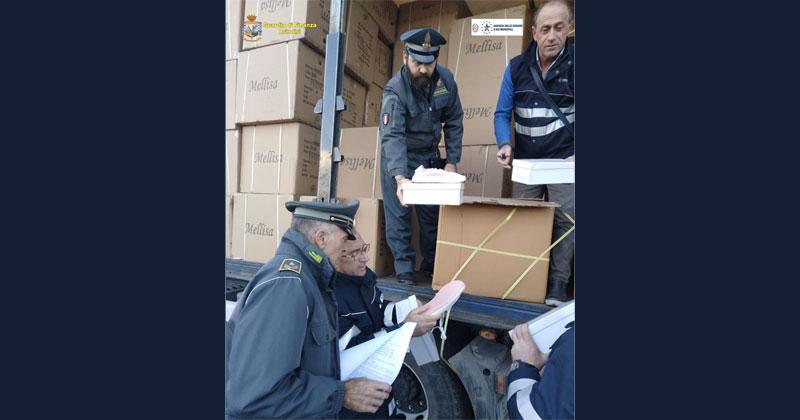 e1c3d02ef4 Merce contraffatta nel porto di Brindisi: sequestrate migliaia di false  Adidas